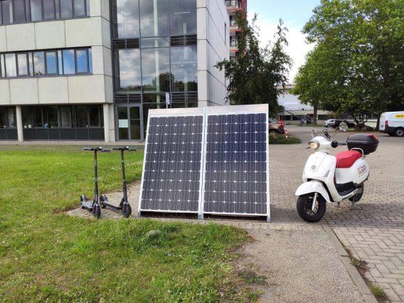 Stacja ładowania pojazdów zasilana energią słoneczną
